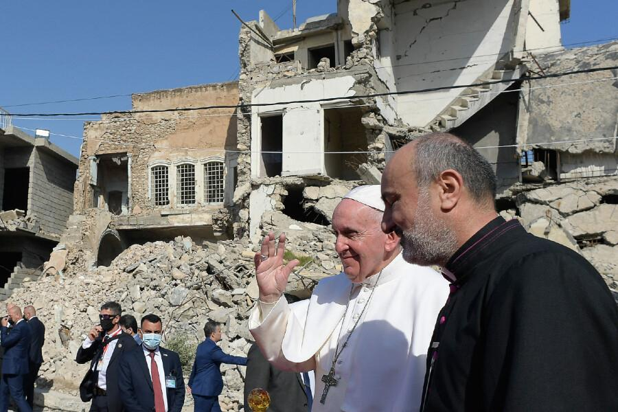 Pope Francis visits Mosul